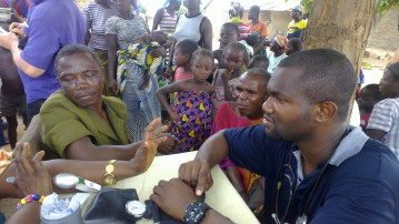 Dr. Nnakelu Eriobu consulting patients in a medical outreach